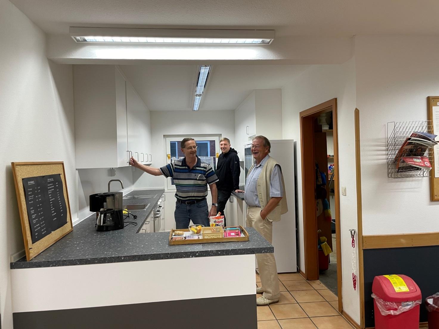 v. l.n.r. Manfred Stejskal (Vorstand für das Haus), Helge Colpe (Leiter der Schachschule, Thomas Woisin (1. Vorsitzender) | Foto: Eva Maria Zickelbein