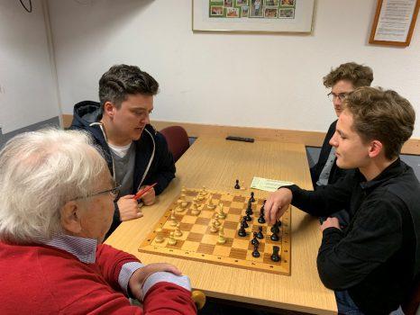 Felix Meißner und Luis Engel mit Christian Zickelbein