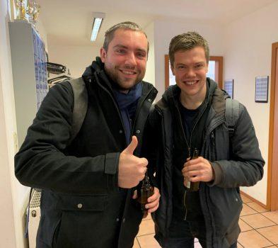 Das Bierchen auf den Teamsieg und zwei Punkte der Freunde Vadim und Sergius haben sie sich eindeutig verdient! | Foto: Eva Maria Zickelbein